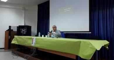 """LECTIO MAGISTRALIS AL """"PATRIZI"""" DI CARIATI: GLI STUDENTI  INCONTRANO IL PROF. GIUSEPPE LUPO"""